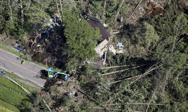 Hiện trường động đất 6,7 độ Richter làm rung chuyển Nhật Bản, ít nhất 32 người mất tích - Ảnh 2
