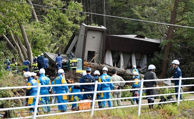 Hiện trường động đất 6,7 độ Richter làm rung chuyển Nhật Bản, ít nhất 32 người mất tích - Ảnh 3