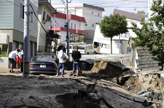 Hiện trường động đất 6,7 độ Richter làm rung chuyển Nhật Bản, ít nhất 32 người mất tích - Ảnh 4