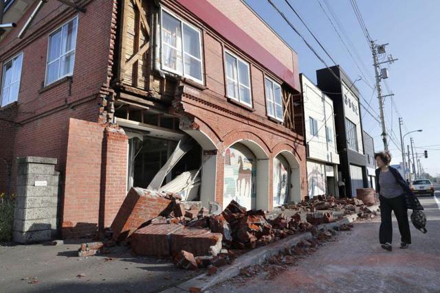 Hiện trường động đất 6,7 độ Richter làm rung chuyển Nhật Bản, ít nhất 32 người mất tích - Ảnh 6