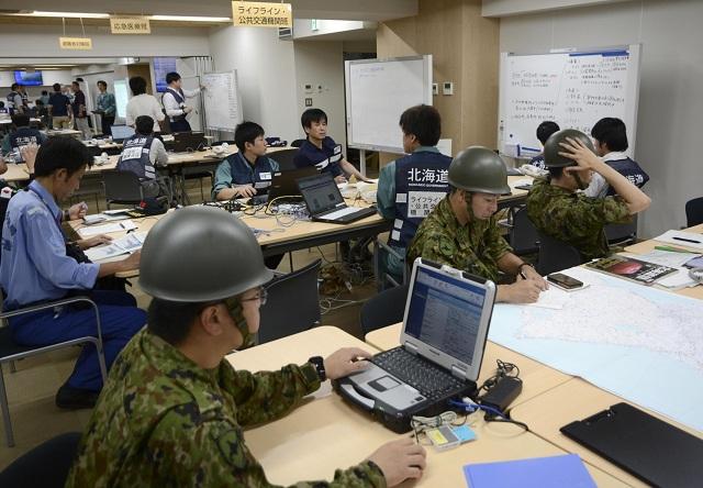 Hiện trường động đất 6,7 độ Richter làm rung chuyển Nhật Bản, ít nhất 32 người mất tích - Ảnh 8
