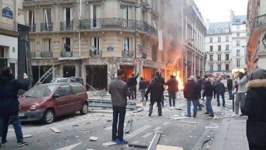 Vụ nổ lớn tại trung tâm Paris: 2 lính cứu hỏa thiệt mạng, số người bị thương tăng lên 47 - Ảnh 5
