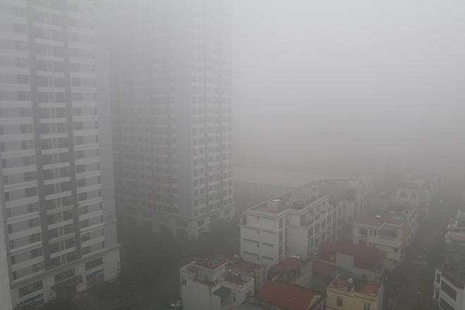 Chùm ảnh: Sương mù dày đặc, người dân thủ đô ngỡ như đang ở Sapa - Ảnh 2