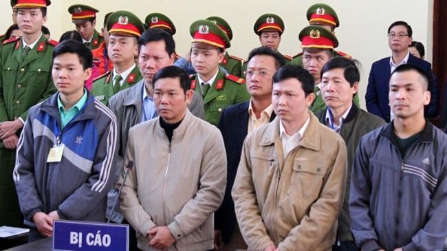 Vụ tai biến chạy thận ở Hòa Bình: Bị cáo Hoàng Công Lương nói cáo buộc của VKS có dấu hiệu chỉnh sửa - Ảnh 1