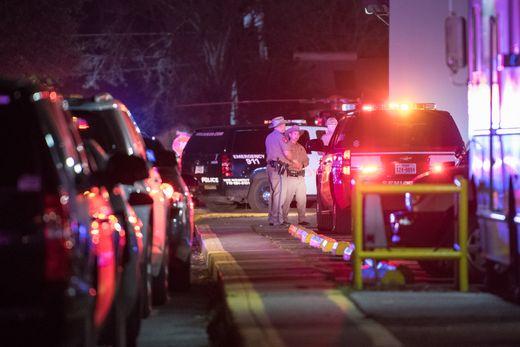 Tiêu diệt nghi phạm xả súng khiến 5 cảnh sát Mỹ bị thương  - Ảnh 1