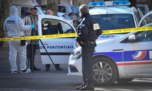 Xả súng, cướp xe chở phạm nhân ngay trước cửa tòa án Pháp - Ảnh 1