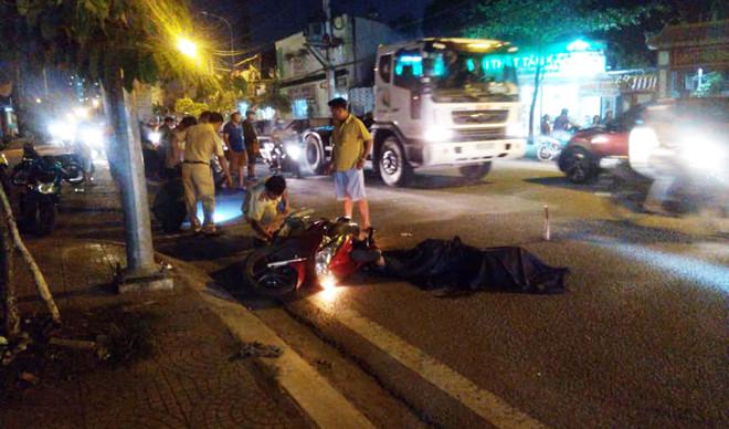 Người dân truy đuổi, bắt giữ tài xế xe container tông chết người rồi bỏ chạy  - Ảnh 1