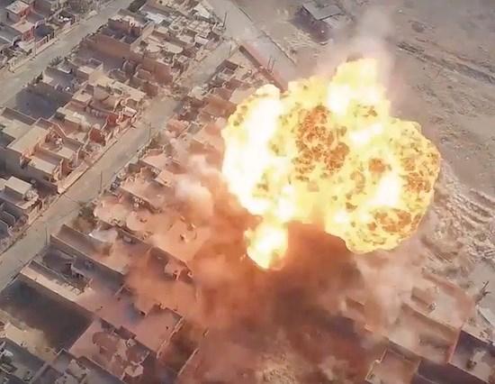 Hé lộ vũ khí kinh hoàng nhất của IS tại Syria - Ảnh 1