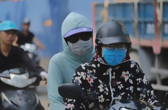 Ô nhiễm không khí tại Hà Nội, người dân được khuyến cáo hạn chế ra ngoài - Ảnh 1