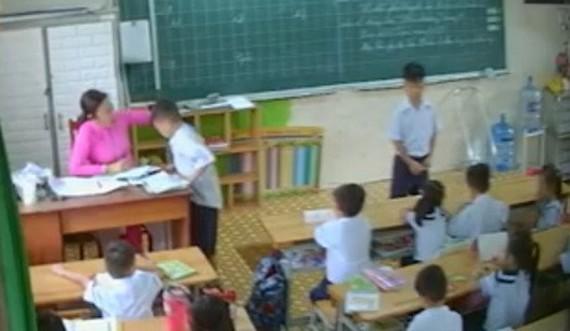 Vụ cô giáo véo tai, đánh liên tiếp học sinh: UBND TP. HCM chỉ đạo xử lý nghiêm - Ảnh 1
