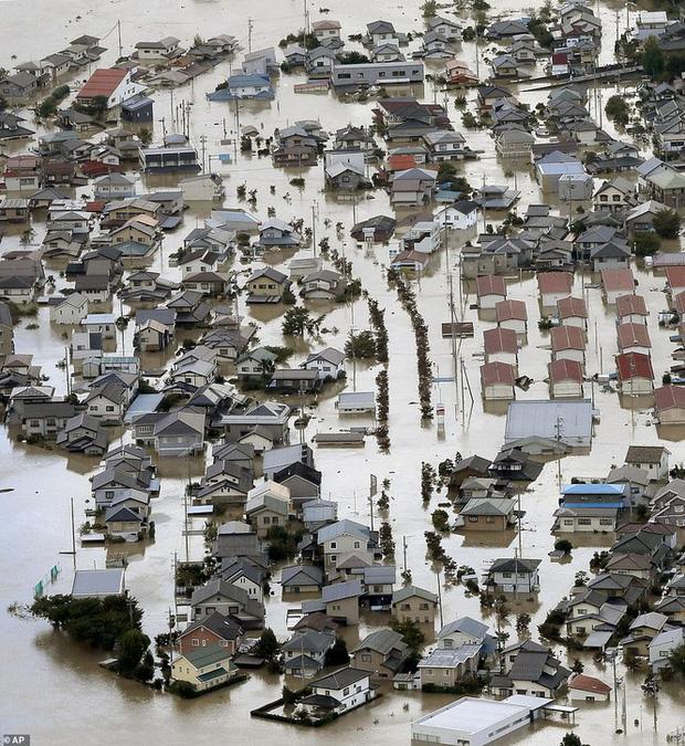 Khung cảnh tan hoang đến khó tin tại Nhật Bản sau khi siêu bão Hagibis đổ bộ - Ảnh 3