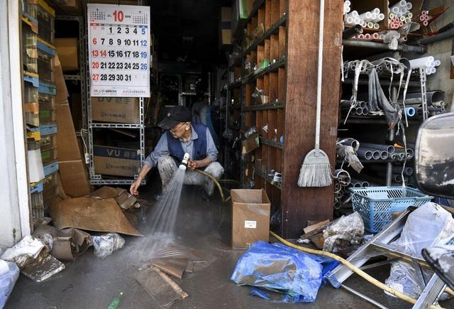 Khung cảnh tan hoang đến khó tin tại Nhật Bản sau khi siêu bão Hagibis đổ bộ - Ảnh 13