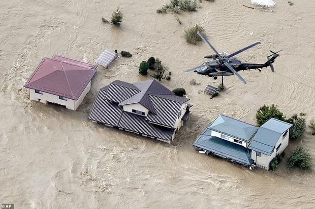 Khung cảnh tan hoang đến khó tin tại Nhật Bản sau khi siêu bão Hagibis đổ bộ - Ảnh 5