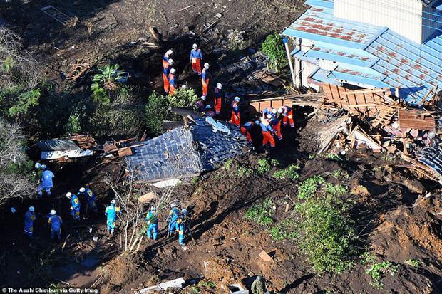 Khung cảnh tan hoang đến khó tin tại Nhật Bản sau khi siêu bão Hagibis đổ bộ - Ảnh 9