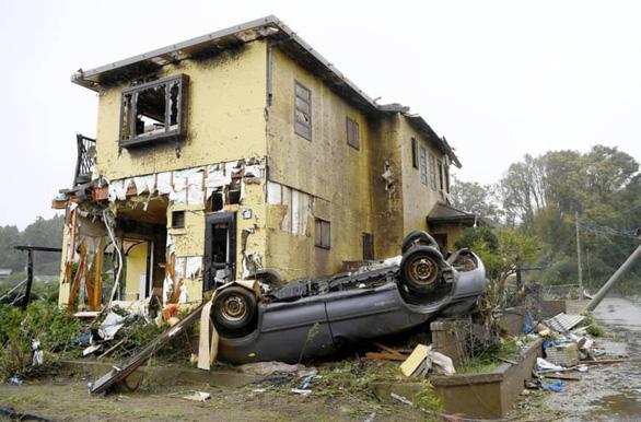 Khung cảnh tan hoang đến khó tin tại Nhật Bản sau khi siêu bão Hagibis đổ bộ - Ảnh 2