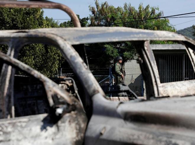 14 cảnh sát Mexico bị bắn tử vong, nghi do băng đảng khét tiếng phục kích bất ngờ - Ảnh 1