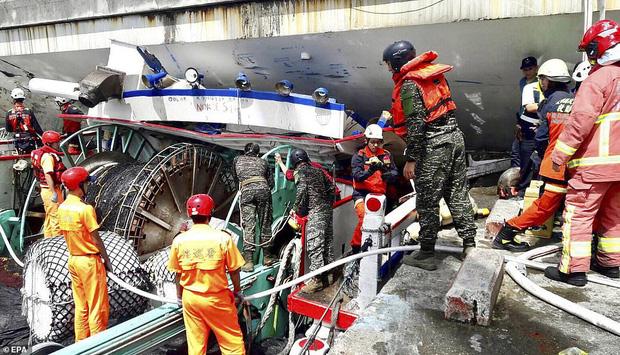 Kinh hoàng cầu 140m tại Đài Loan bất ngờ đổ sập, nhiều người mất tích - Ảnh 6