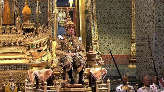 Choáng váng trước khối tài sản trị giá hàng chục tỷ USD của Quốc vương Thái Lan  - Ảnh 3