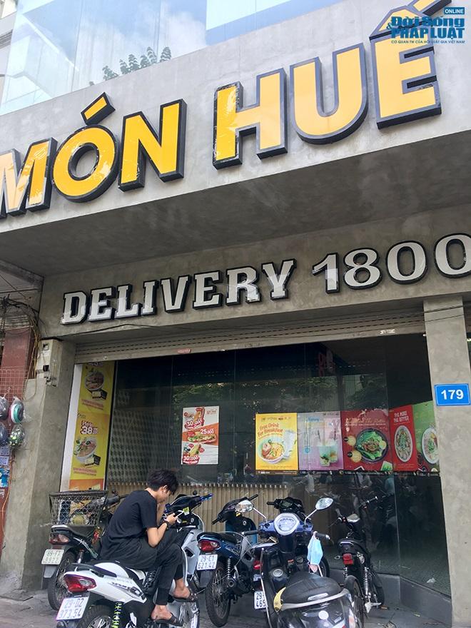 Khung cảnh tan hoang tại chuỗi nhà hàng Món Huế ở Hà Nội trước thông tin trốn nợ  - Ảnh 2