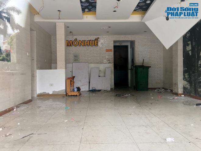 Khung cảnh tan hoang tại chuỗi nhà hàng Món Huế ở Hà Nội trước thông tin trốn nợ  - Ảnh 9