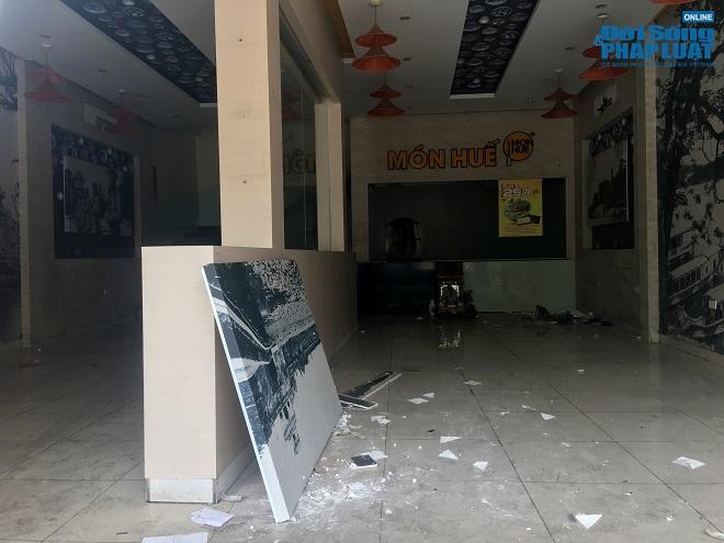 Khung cảnh tan hoang tại chuỗi nhà hàng Món Huế ở Hà Nội trước thông tin trốn nợ  - Ảnh 10