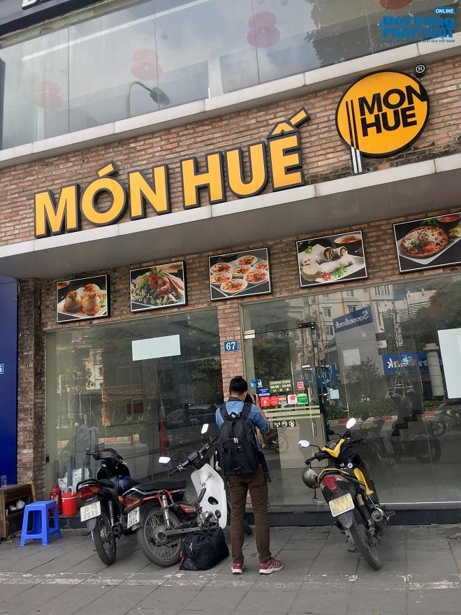 Khung cảnh tan hoang tại chuỗi nhà hàng Món Huế ở Hà Nội trước thông tin trốn nợ  - Ảnh 6