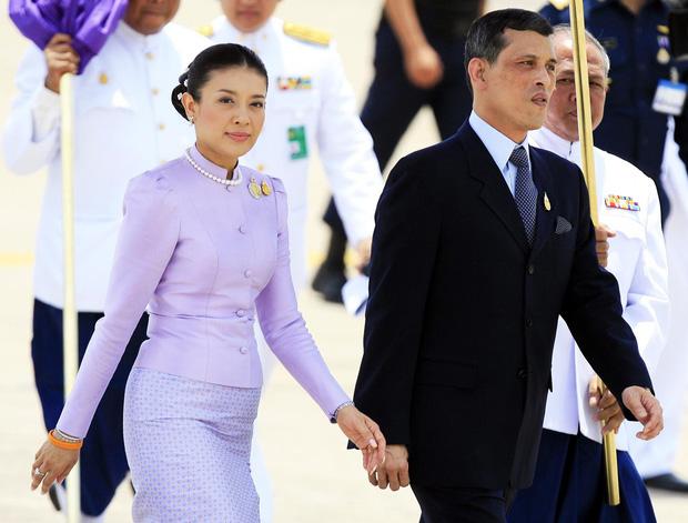 Hé lộ hoàng loạt bi kịch và sóng gió nơi hậu cung hoàng gia Thái Lan  - Ảnh 4