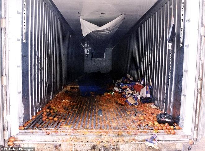 Xác định nguyên nhân ban đầu khiến 39 người thiệt mạng trên chiếc container tại Anh - Ảnh 2
