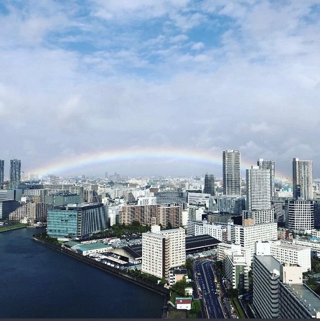 Xuất hiện cảnh tượng thiên nhiên siêu đẹp vào thời khắc Nhật Hoàng đăng quang - Ảnh 2