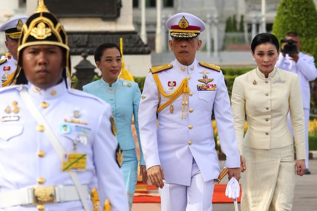 Tin tức thế giới mới nóng nhất ngày 24/10: Vua Thái Lan tiếp tục phế truất 6 cận thần hoàng gia - Ảnh 1