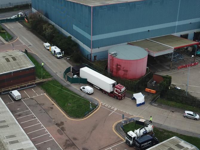 Vụ 39 thi thể trong container ở hạt Essex: Toàn bộ nạn nhân đã tử vong 12 tiếng trước khi đến Anh - Ảnh 1