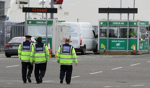 Vụ 39 thi thể trong container ở Anh: Bắt giữ nghi phạm thứ 5 - Ảnh 1