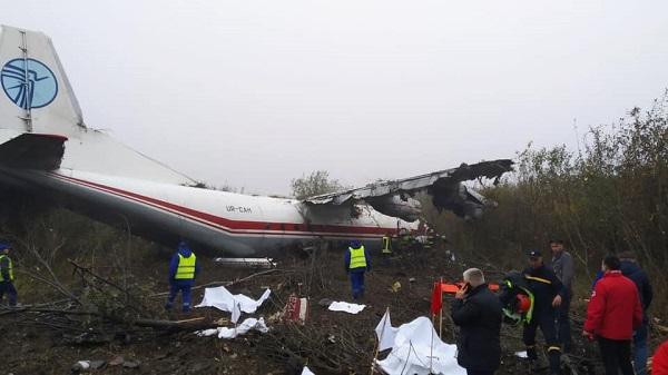 Máy bay Ukraine đáp khẩn cấp vì hết nhiên liệu, ít nhất 5 người thiệt mạng - Ảnh 1