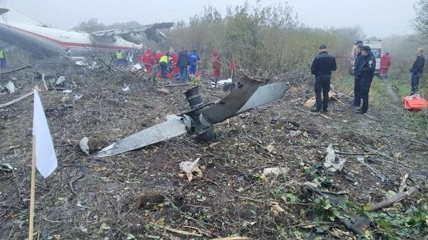 Máy bay Ukraine đáp khẩn cấp vì hết nhiên liệu, ít nhất 5 người thiệt mạng - Ảnh 2