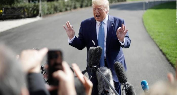 Thêm một quan chức tình báo cân nhắc tố cáo Tổng thống Trump? - Ảnh 1