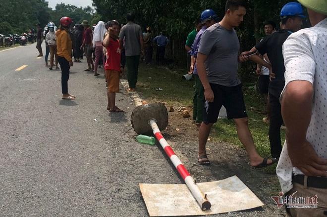 Hà Tĩnh: Sau cú va chạm kinh hoàng với xe bán tải, cặp vợ chồng tử vong tại chỗ  - Ảnh 4