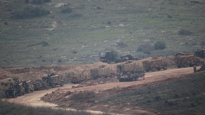 Cận cảnh Thổ Nhĩ Kỳ rầm rập đưa xe bọc thép và binh sĩ tới sát sườn Syria - Ảnh 1