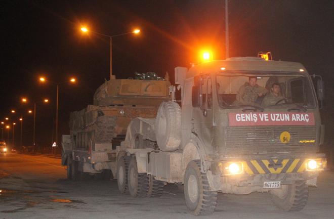 Cận cảnh Thổ Nhĩ Kỳ rầm rập đưa xe bọc thép và binh sĩ tới sát sườn Syria - Ảnh 3