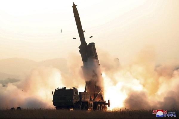 Triều Tiên xác nhận thử nghiệm bệ phóng đa tên lửa siêu lớn  - Ảnh 1
