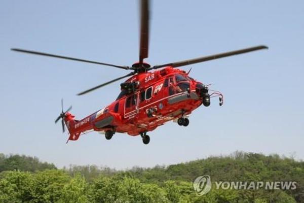 Trực thăng Hàn Quốc bất ngờ rơi xuống biển, 7 người mất tích - Ảnh 1