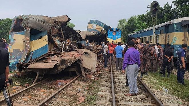 Hai tàu hỏa đâm nhau kinh hoàng, ít nhất 16 người thiệt mạng  - Ảnh 2