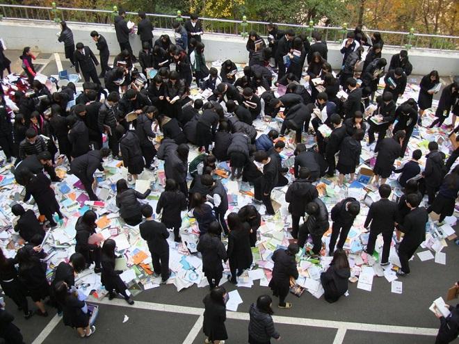 Ám ảnh áp lực thi cử tại Hàn Quốc: Bàn tay vô hình bóp nghẹt hạnh phúc và tuổi trẻ - Ảnh 2