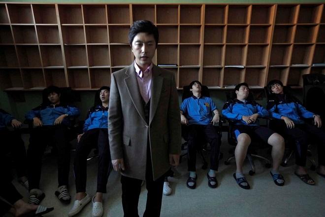 Ám ảnh áp lực thi cử tại Hàn Quốc: Bàn tay vô hình bóp nghẹt hạnh phúc và tuổi trẻ - Ảnh 3
