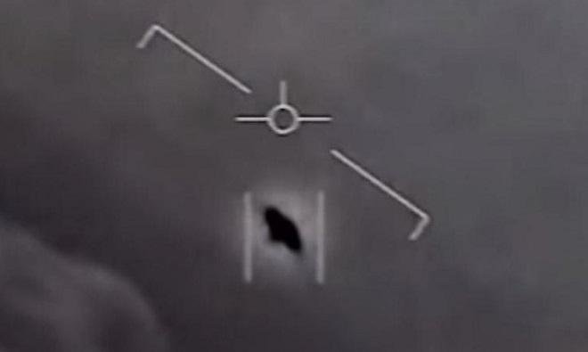 """Hé lộ những thông tin mới về cuộc """"chạm trán"""" giữa Hải quân Mỹ và các vật thể bay bí ẩn - Ảnh 2"""