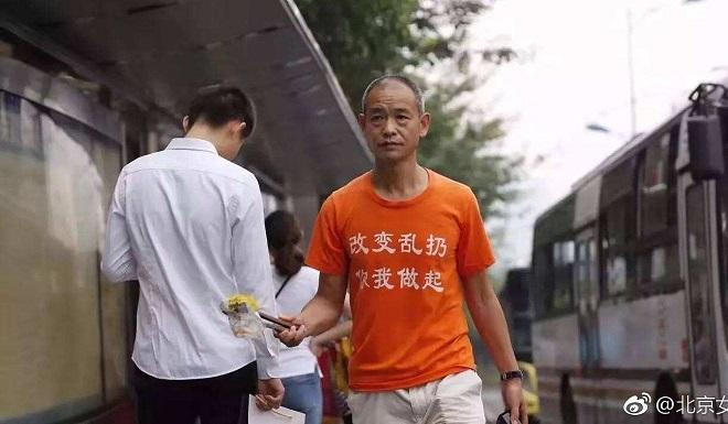 Bất chấp bị đánh, chửi, triệu phú Trung Quốc cần mẫn nhặt rác mỗi ngày suốt 4 năm - Ảnh 2