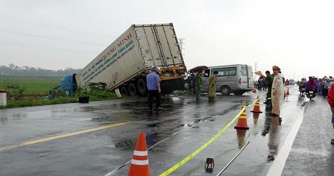 Xác định nguyên nhân vụ container va chạm xe khách tại Quảng Ngãi khiến 13 người thương vong - Ảnh 2