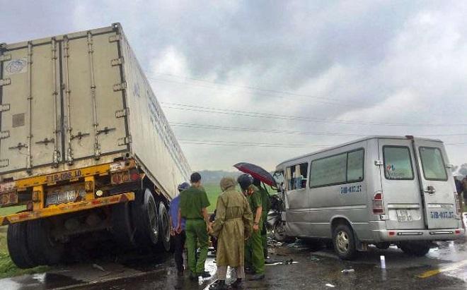 Xác định nguyên nhân vụ container va chạm xe khách tại Quảng Ngãi khiến 13 người thương vong - Ảnh 4