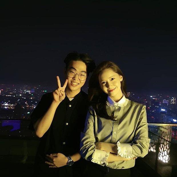 Yoona lên bar tại Hà Nội, lộ nhan sắc cực phẩm dù diện đồ siêu giản dị  - Ảnh 1