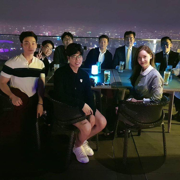 Yoona lên bar tại Hà Nội, lộ nhan sắc cực phẩm dù diện đồ siêu giản dị  - Ảnh 2