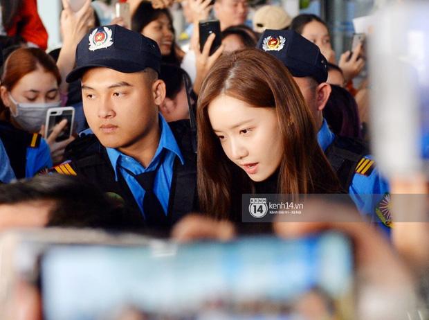 Yoona lên bar tại Hà Nội, lộ nhan sắc cực phẩm dù diện đồ siêu giản dị  - Ảnh 9